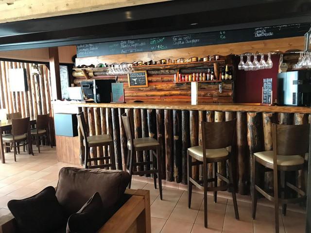 bar-de-l-hotel-avec-une-30905