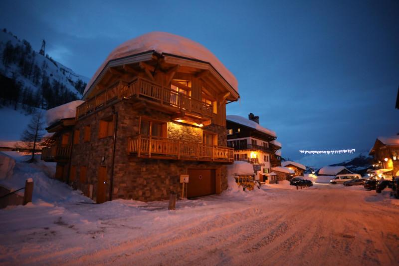 vue-chalet-hiver-nuit-932149